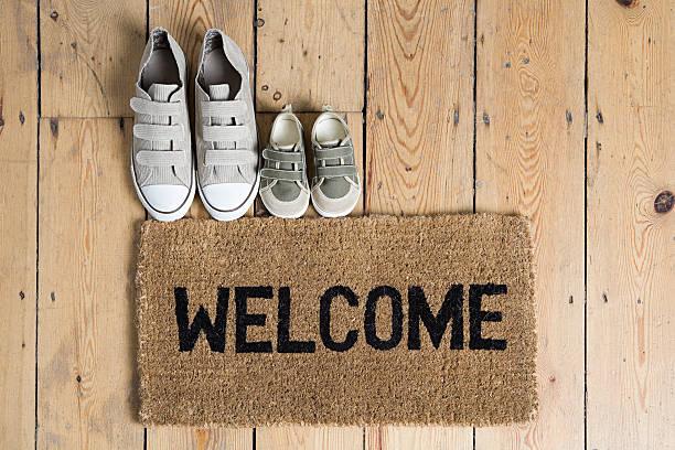 Training shoes and a welcome mat:スマホ壁紙(壁紙.com)