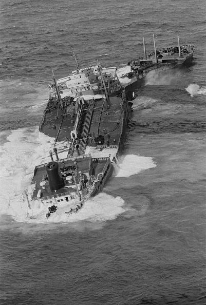William Lovelace「The SS Torrey Canyon」:写真・画像(8)[壁紙.com]