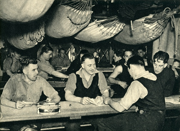 Relaxation「Royal Marines On Their Mess Deck On Board A Ship」:写真・画像(19)[壁紙.com]