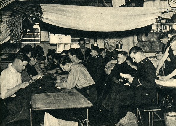 Hammock「Royal Marines On Their Mess Deck On Board A Ship」:写真・画像(3)[壁紙.com]