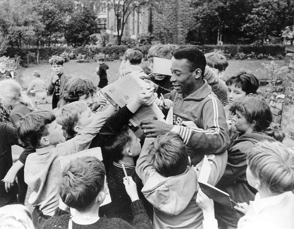 Soccer - Sport「Pele And Fans」:写真・画像(15)[壁紙.com]