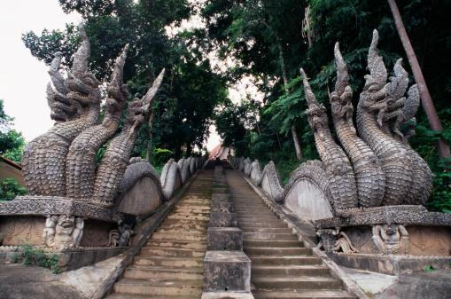 Dragon「Dragon statues along steps in Thailand」:スマホ壁紙(8)