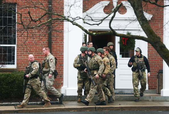 薔薇「Connecticut Community Copes With Aftermath Of Elementary School Mass Shooting」:写真・画像(12)[壁紙.com]