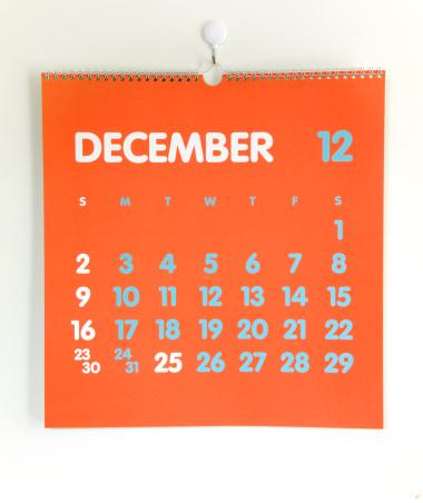 月「Orange colored calendar on white wall」:スマホ壁紙(18)