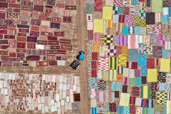 Bestof「Turkey's Handmade Carpets Sun-Dry Before Heading To Stores」:写真・画像(10)[壁紙.com]