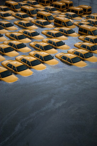 Taxi「East Coast Begins To Clean Up And Assess Damage From Hurricane Sandy」:写真・画像(2)[壁紙.com]