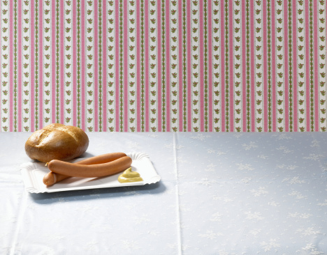 Hot Dog「Wiener with mustard and bread roll on table」:スマホ壁紙(7)