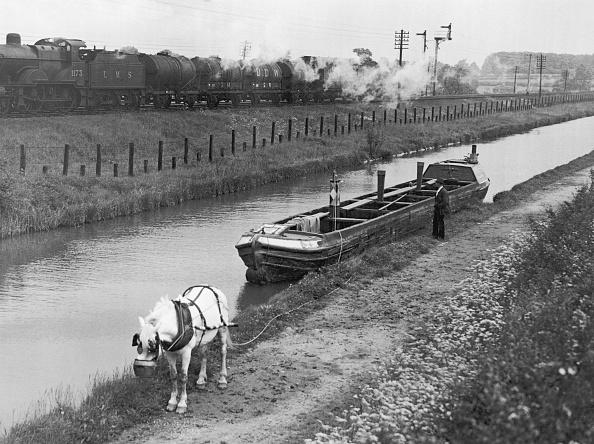 Barge「River Barge」:写真・画像(0)[壁紙.com]