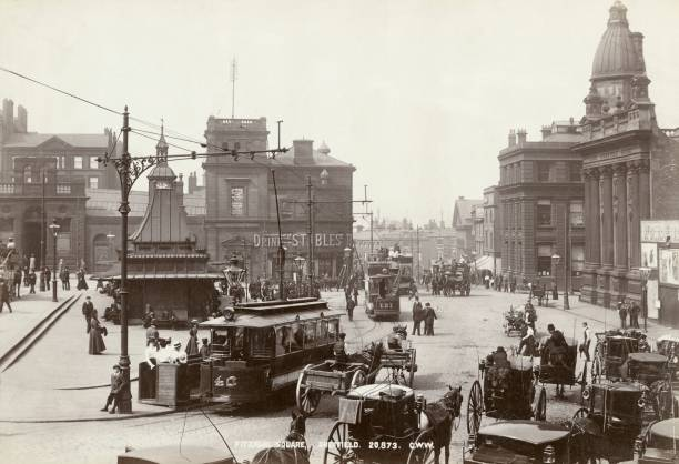 Horse-Drawn Taxis And Electric Trams On Fitzalan Square:ニュース(壁紙.com)