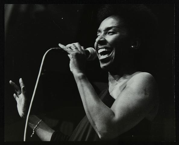 Effort「Singer Elaine Delmar performing at Berkhamsted Civic Centre, Hertfordshire, 1986. .」:写真・画像(17)[壁紙.com]