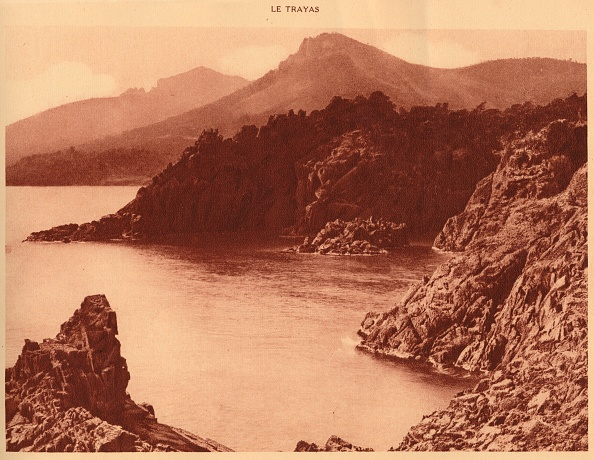 Bay of Water「View Of Aurelius Peak And  Cap Roux」:写真・画像(19)[壁紙.com]
