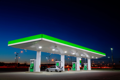 Fuel Pump「Green Gas Station Lights at Night」:スマホ壁紙(9)