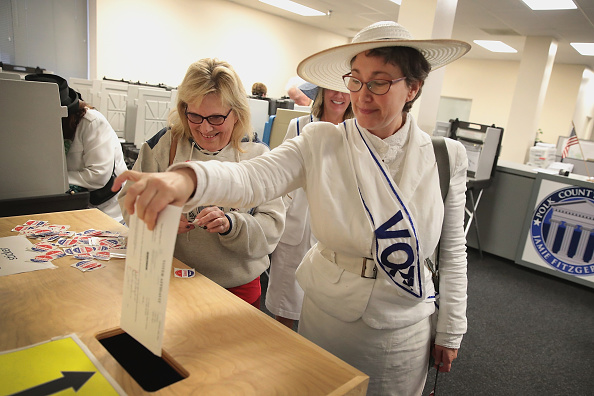 Des Moines - Iowa「Early Voting Begins In Iowa Ahead Of Midterm Elections」:写真・画像(11)[壁紙.com]