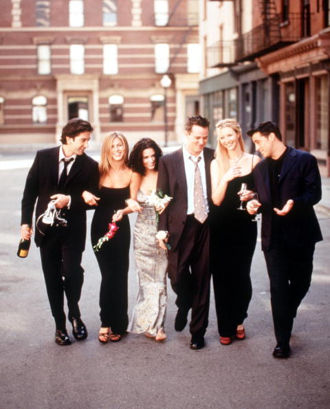 テレビ番組「The Cast Of Friends 1999 2000 Season From L R: David Schwimmer Jennifer Aniston Courteney Cox Ar」:写真・画像(1)[壁紙.com]