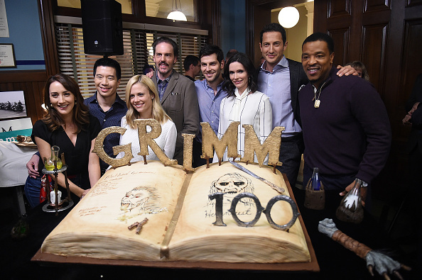 Sweet Food「Grimm 100th Episode Ceremony And Cake Cutting」:写真・画像(8)[壁紙.com]