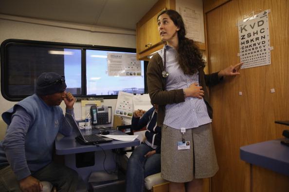 Eyesight「Mobile Health Clinic Treats Immigrant Farm Workers」:写真・画像(16)[壁紙.com]