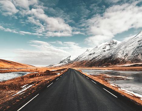 Dramatic Landscape「empty icelandic road」:スマホ壁紙(3)