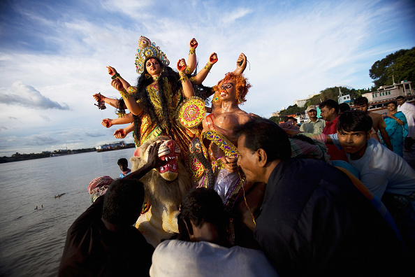 God「Hindu Devotees Celebrate The Last Day of Durga Puja」:写真・画像(5)[壁紙.com]
