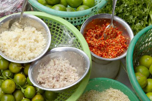 Chili Sauce「Chopped garlic and onion, chili sauce, lemons and coriander」:スマホ壁紙(10)