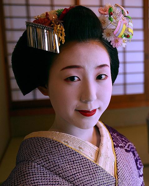 茶室「Maiko And Geisha Play Teahouse Entertainments」:写真・画像(10)[壁紙.com]