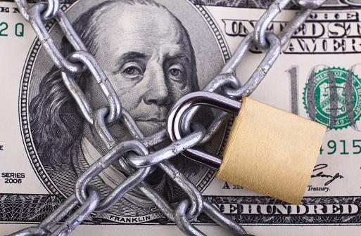 Currency「Padlock on hundred dollar bill」:スマホ壁紙(0)