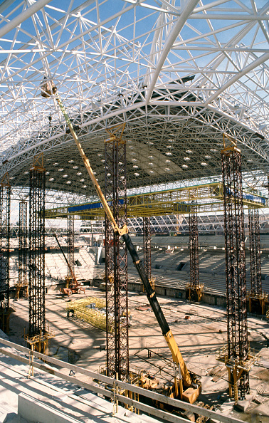 Stadium「Roof work for the Cardiff Millennium Rugby Stadium, Wales」:写真・画像(10)[壁紙.com]