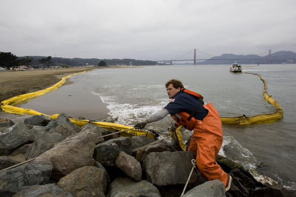 Unhygienic「Container Ship Accident Causes Oil Spill In San Francisco Bay」:写真・画像(5)[壁紙.com]