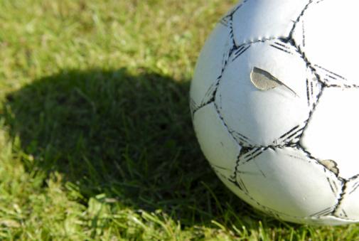 Club Soccer「Worn football」:スマホ壁紙(13)