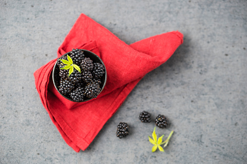 Napkin「Raspberries in bowl」:スマホ壁紙(11)