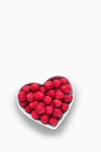 Raspberry「Raspberries in heart-shape bowl on white background」:スマホ壁紙(6)