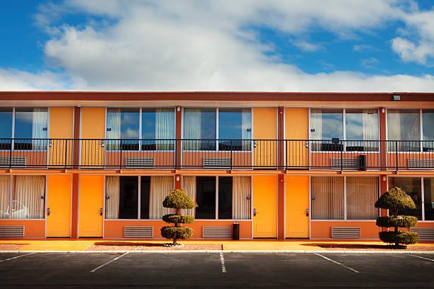 Parking lot, doors and windows of motel:スマホ壁紙(壁紙.com)