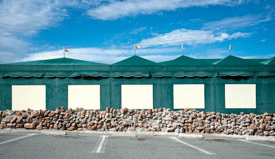 Entertainment Tent「Parking lot in front of a restaurant」:スマホ壁紙(15)