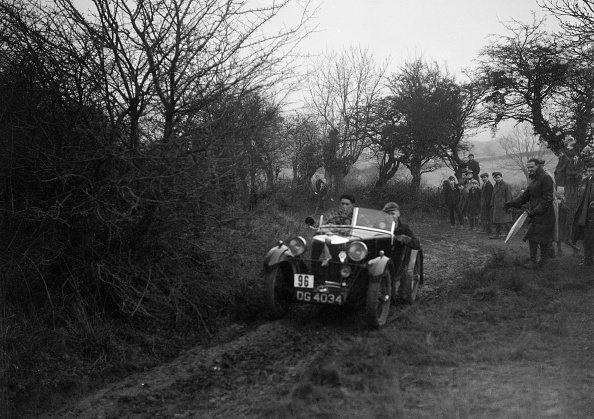 Country Road「MG M type of GJ Rea at the Sunbac Colmore Trial, near Winchcombe, Gloucestershire, 1934」:写真・画像(17)[壁紙.com]