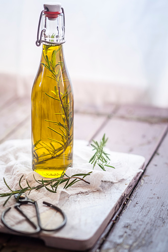 Rosemary「Rosemary oil, rosemary twig in olive oil」:スマホ壁紙(8)