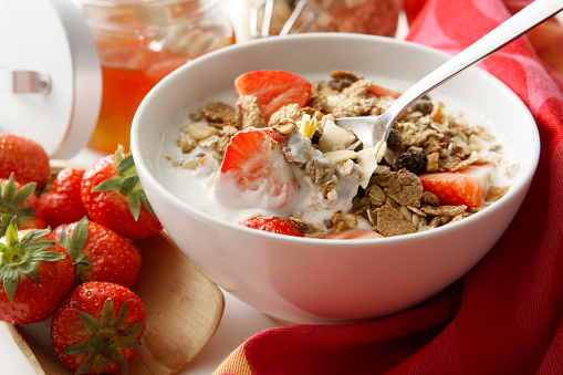 Granola「Breakfast Stills: Cereals with Strawberries」:スマホ壁紙(19)