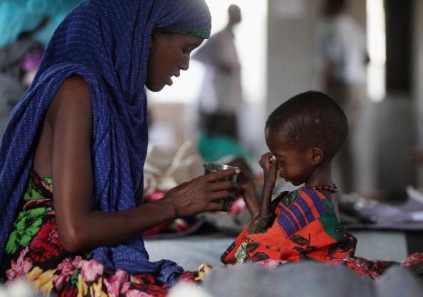 Hungry「Refugees Flock To Dadaab As Famine Grips Somalia」:写真・画像(14)[壁紙.com]