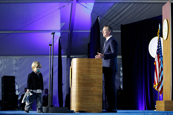 Stephen Lam「Gavin Newsom Is Sworn In As Governor Of California」:写真・画像(5)[壁紙.com]