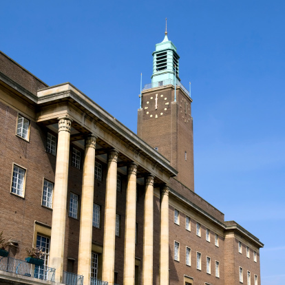Midday「Midday at Norwich City Hall」:スマホ壁紙(5)