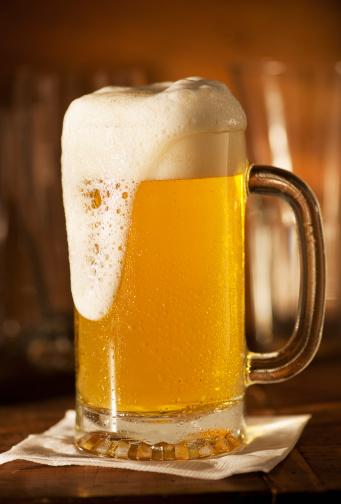 Nightlife「Lager in beer glass on bar counter」:スマホ壁紙(2)