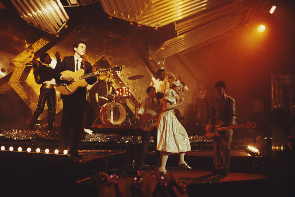 爪弾く「Altered Images On Christmas Top Of The Pops」:写真・画像(5)[壁紙.com]