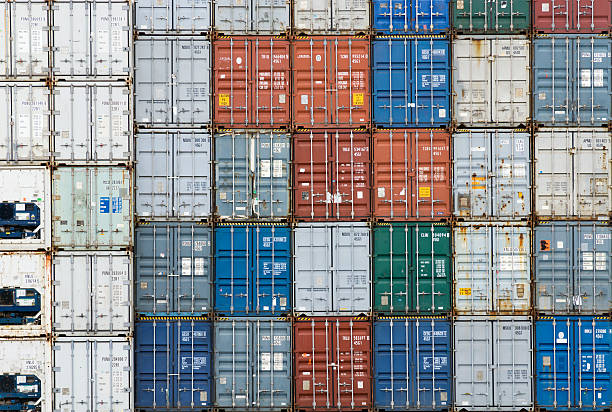 Stack of cargo containers (full frame):スマホ壁紙(壁紙.com)