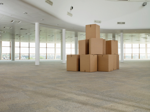 Commercial Real Estate「stack of cardboard boxes in middle of empty room」:スマホ壁紙(13)