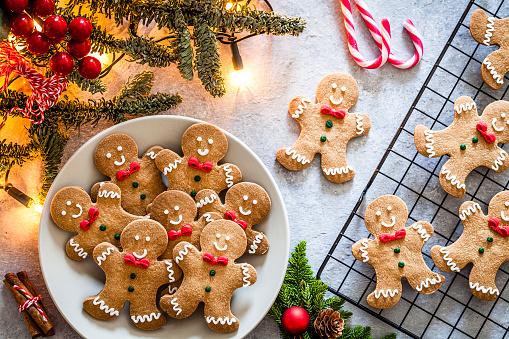 Gingerbread Cookie「Homemade Christmas cookies on gray table」:スマホ壁紙(11)