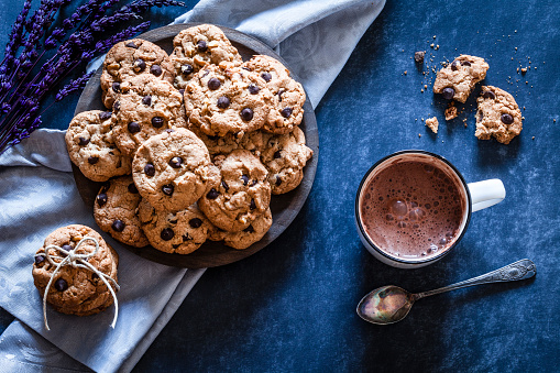 Chocolate Chip「Homemade chocolate chip cookies and hot chocolate mug」:スマホ壁紙(19)