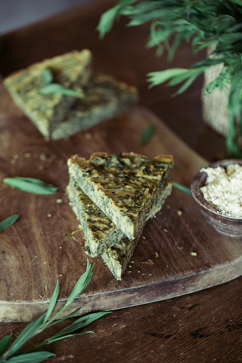 Tarragon「Homemade chickpea and herb cake on wooden table」:スマホ壁紙(4)