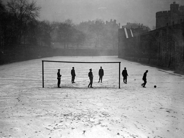 Snow「Winter Football」:写真・画像(4)[壁紙.com]