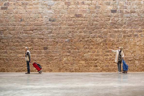 Market - Retail Space「Safe Space: Shoppers Practice Social Distancing In Barcelona」:写真・画像(17)[壁紙.com]
