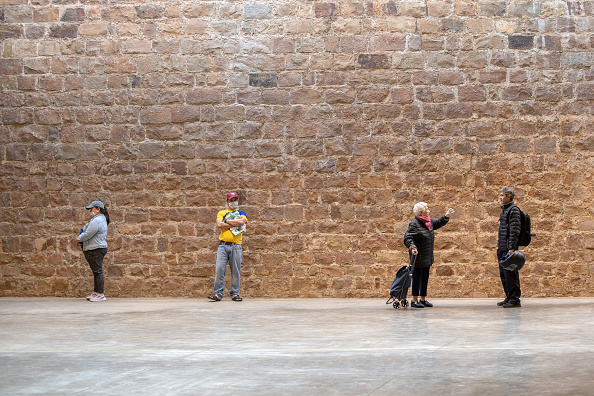 Market - Retail Space「Safe Space: Shoppers Practice Social Distancing In Barcelona」:写真・画像(15)[壁紙.com]