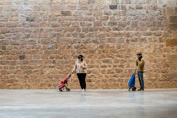 Market - Retail Space「Safe Space: Shoppers Practice Social Distancing In Barcelona」:写真・画像(19)[壁紙.com]