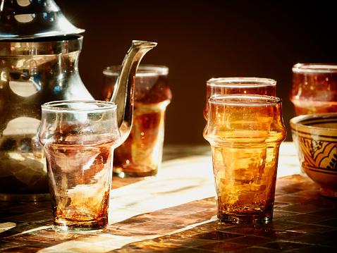 Teapot「Morocco, Casablanca, tea pot and tea glasses in a teahouse」:スマホ壁紙(0)